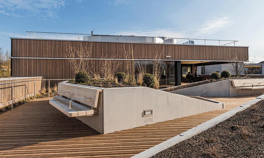 Extérieur de l'Espace au vert de la fondation Aigues-vertes