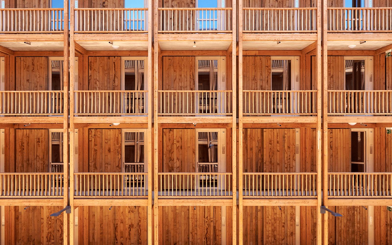Coursives et façades bois